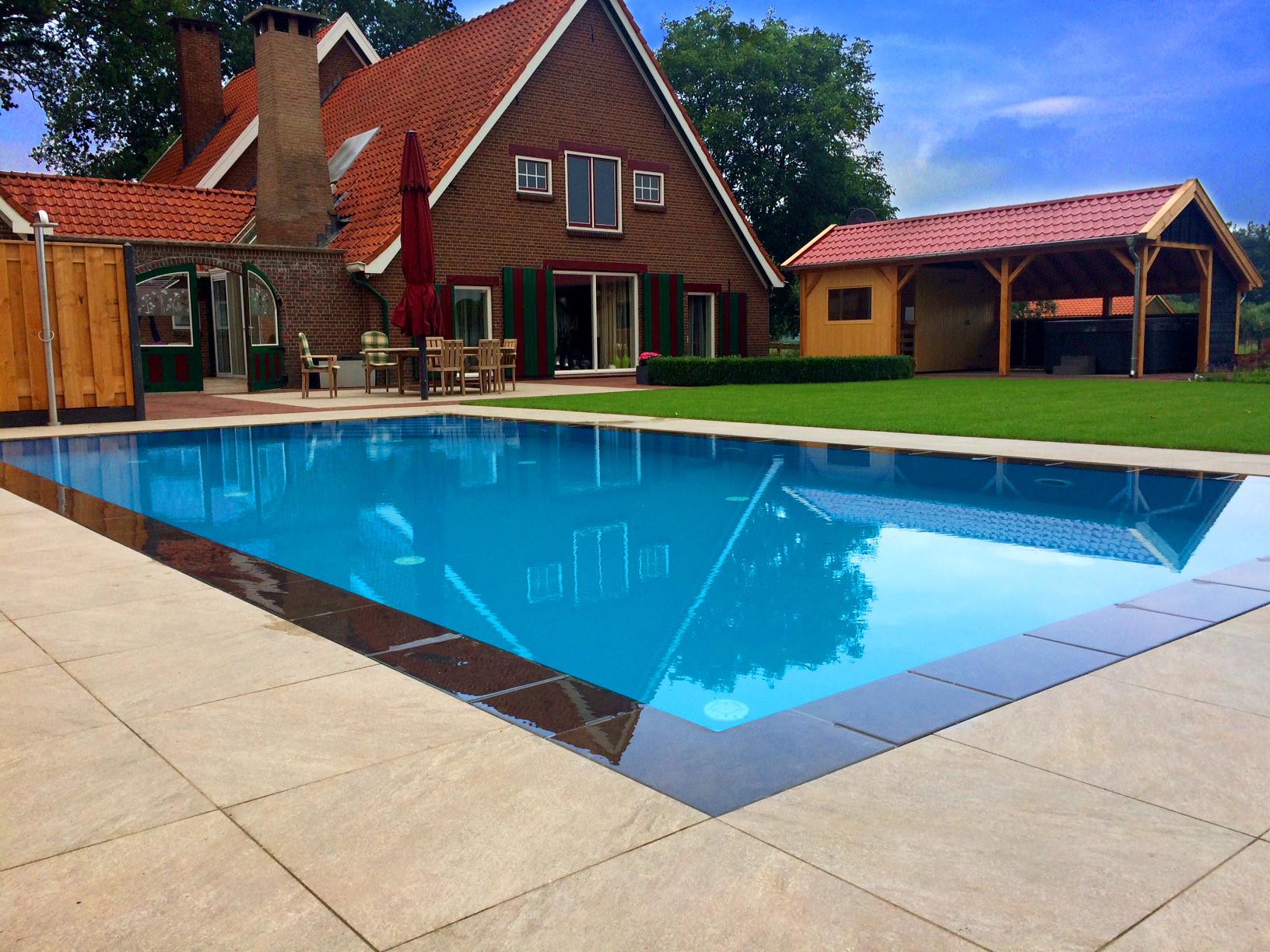 Wellness tuin in zieuwent met zwembad douche sauna en spa for Zwembad voor in de tuin met pomp